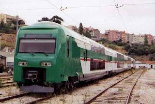 Um comboio da zona urbana de Lisboa