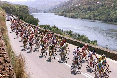 Uma das belas imagens que nos proporciona o ciclismo