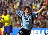 Carlos Bueno ao serviço da selecção do Uruguai