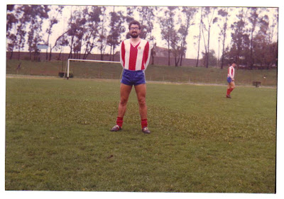 Uma foto de Abril de 1982, num jogo realizado no estádio Pina Manique, em Lisboa.
