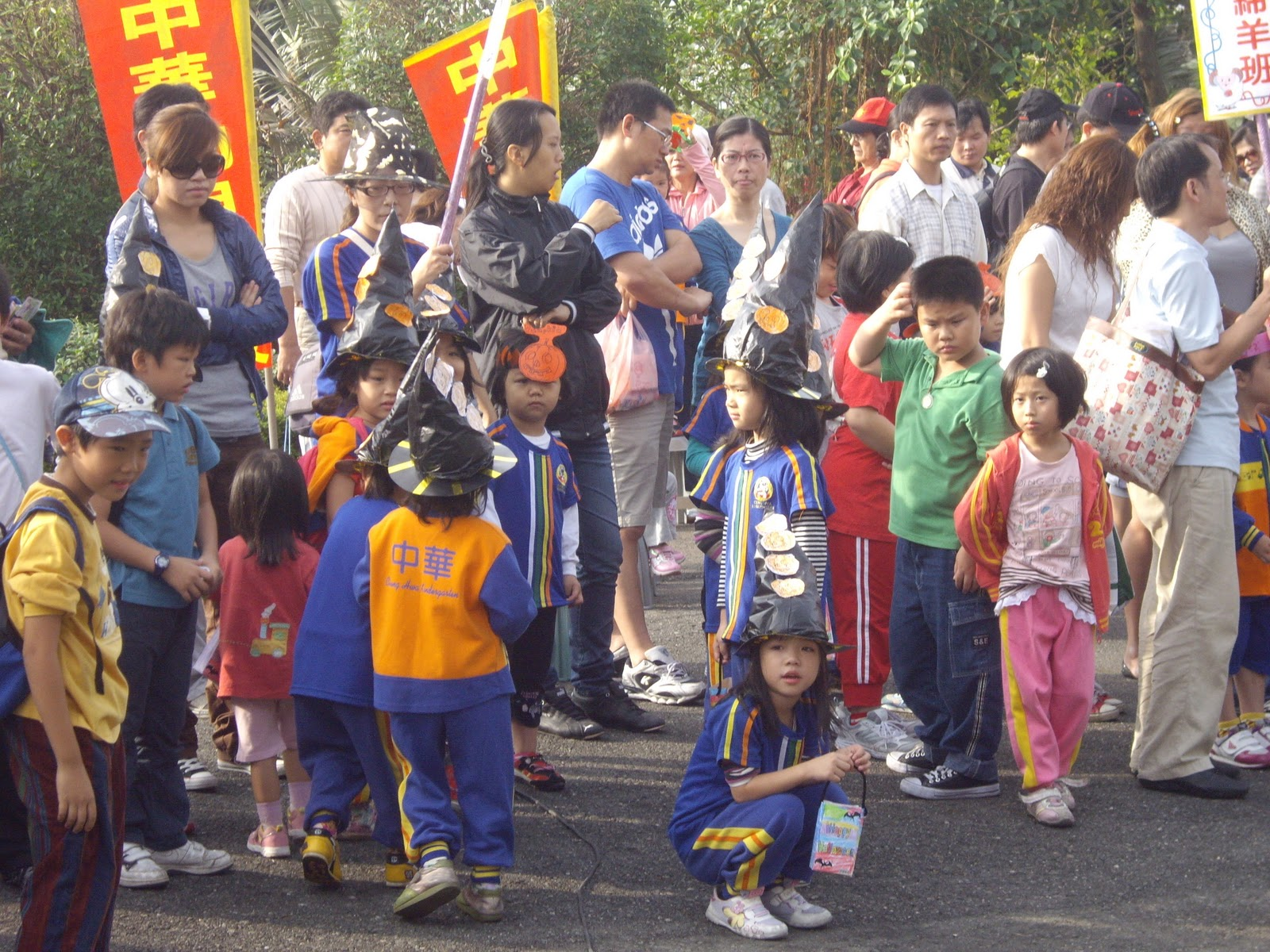 雨庭家族: 中華幼兒幼稚園鳳山水庫健行活動99.11.06