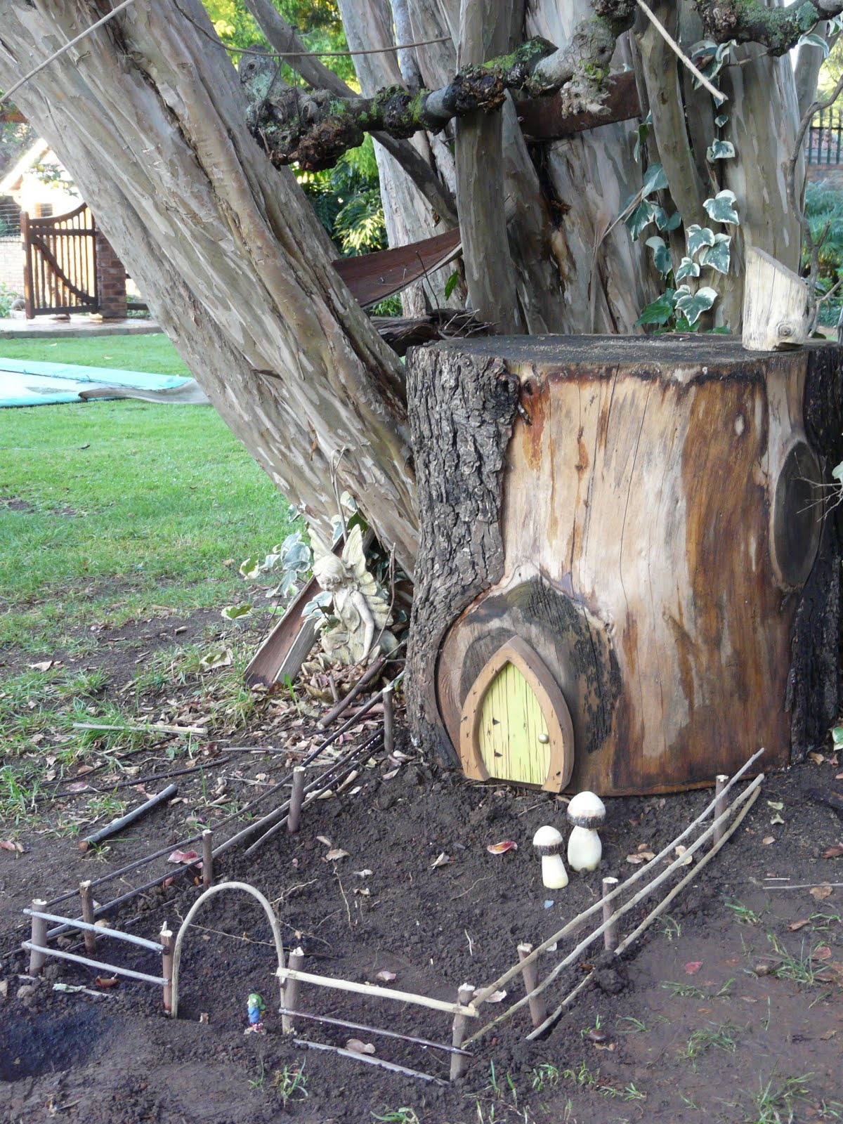 Gartendeko Holzstamm Down In The Meadow: My Fairy Village Project..gnomes Welcome