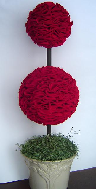 DoubleTopiary Simple Valentine's Day Décor: Felt Topiary 11