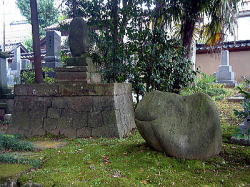 CLICK for original LINK to stone memorials in Kanazawa!