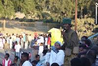 Gondar, Timkat. Predicatore sulla gradinata nei pressi dello Stadio. Foto Della Lunga, 2007