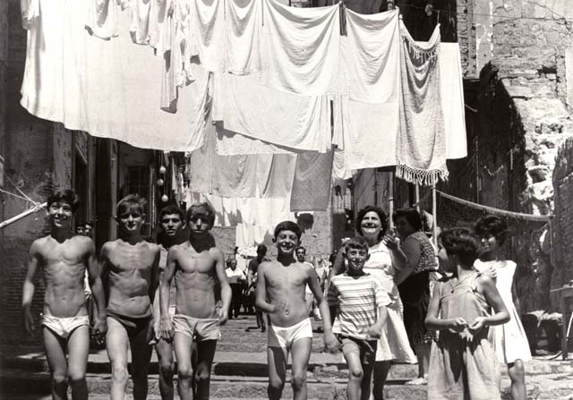 Imagen tomada en Nápoles en los años 50. Mario Cattaneo