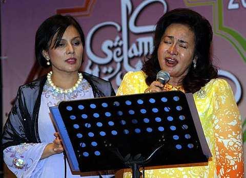 Rosmah Menyanyi