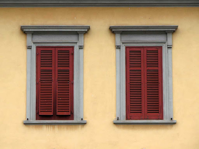 Colorful shutters, scali Saffi, Livorno