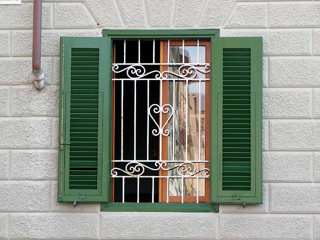 Window with a heart, Livorno