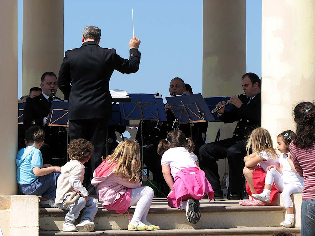 The band of the Navy playing in the Gazebo, Livorno