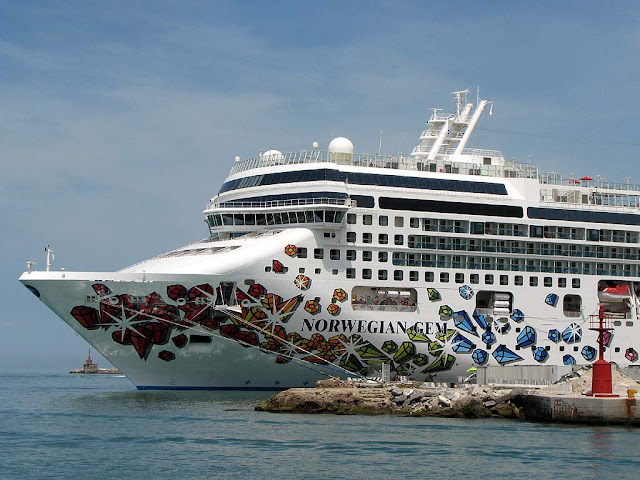 Norwegian Gem, port of Livorno