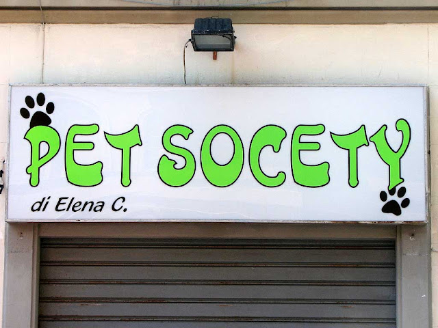 Wrong spelling, pet shop sign, Livorno