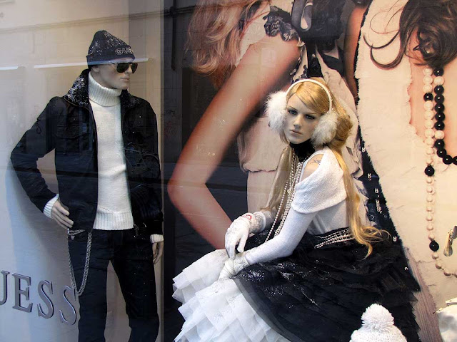 Mannequins, window display, via Ricasoli, Livorno