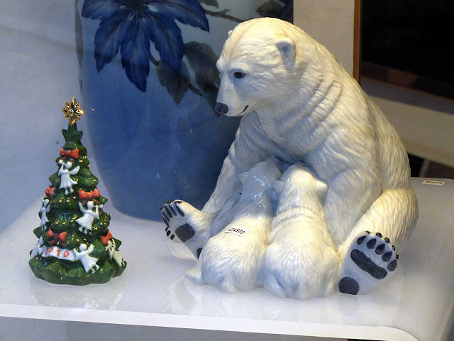 White bears, Christmas tree, Livorno