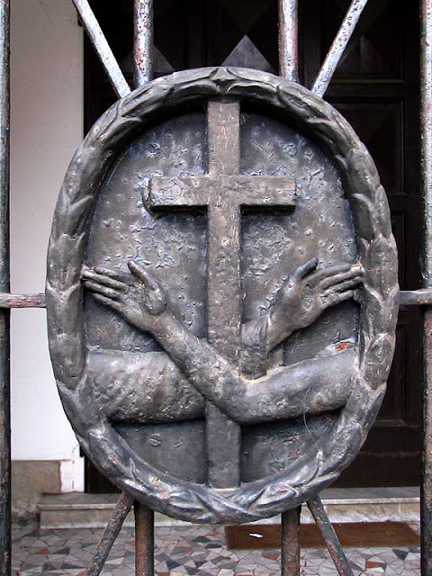 Cross with crossed arms, Livorno