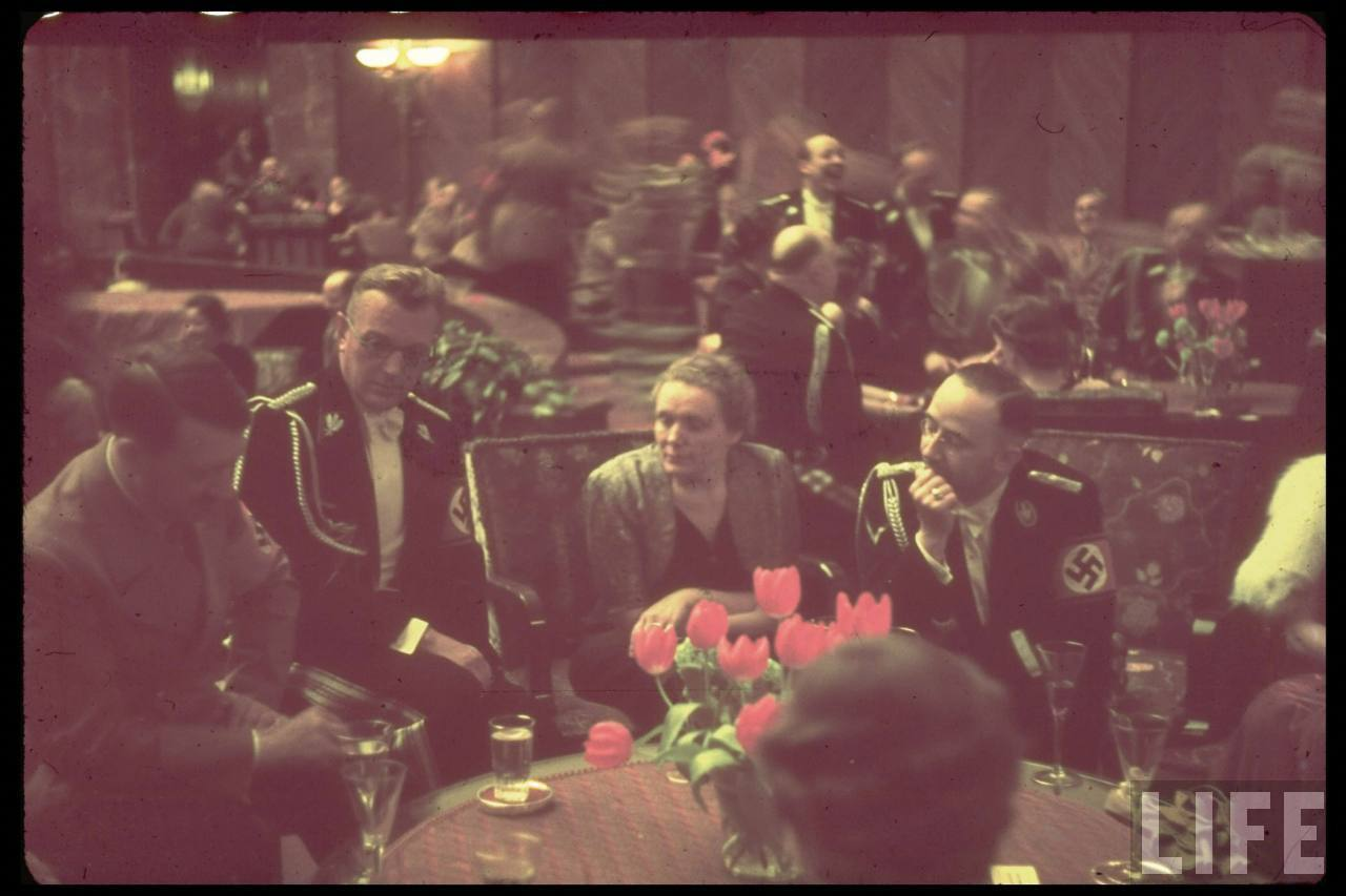 [Party+reception+at+Führerbau+25.2.39.+Adolf+Hitler,+Arthur+Seyss-Inquart,+Gudrun+&+Heinrich+Himmler.jpeg]