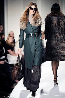 أزياء محجبات 2021 , موضة محجبات 2021 , جباأحدث حجاب 2021 , ملابس محجبات , صور ملابس محت , أناقة محجبات 2021 oscar-de-la-renta.jp