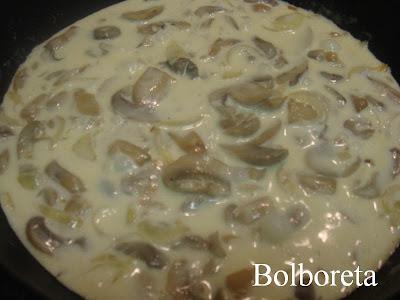 Las recetas de bolboreta salsa de champi ones for Cocinar champinones laminados