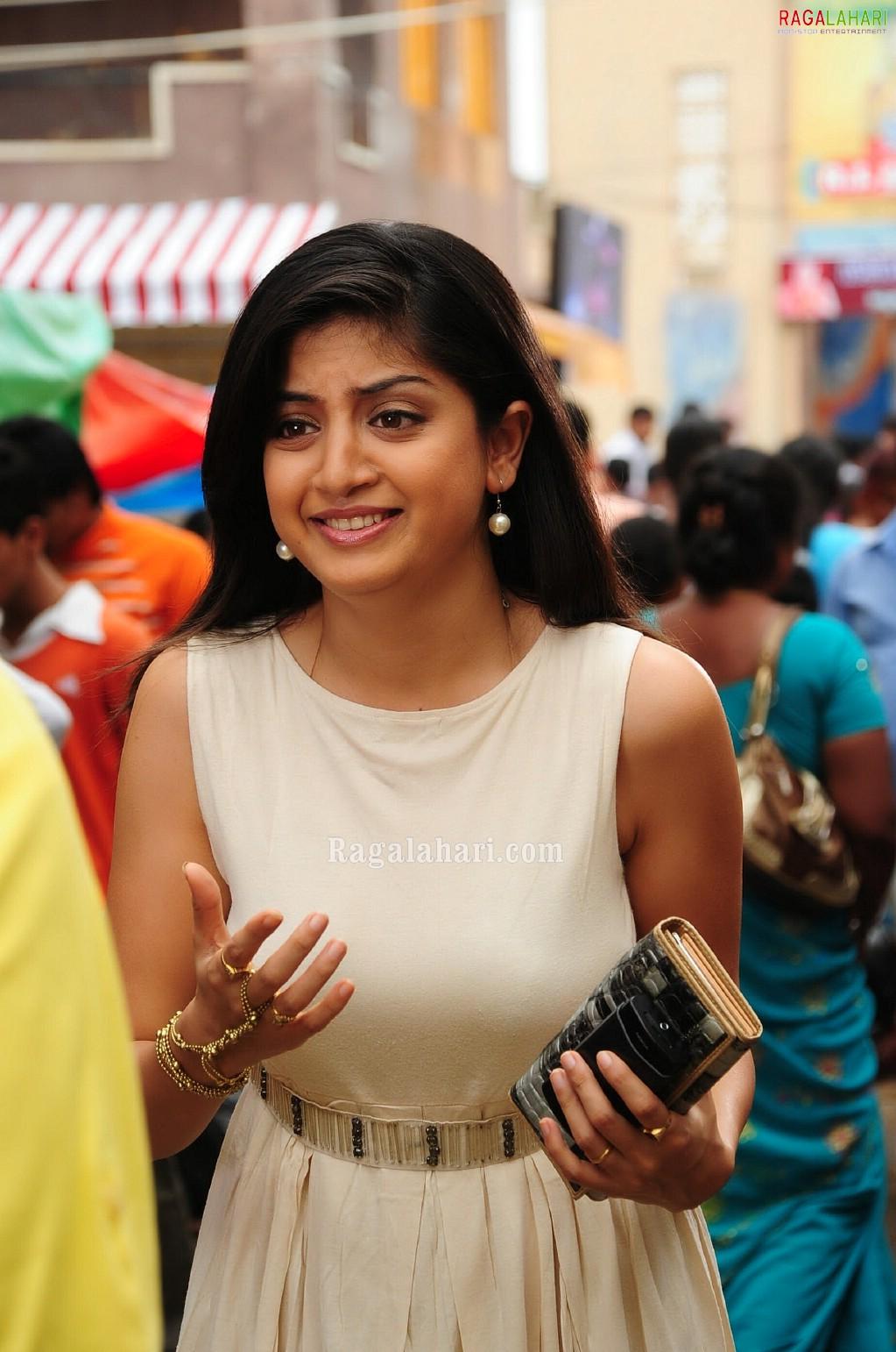 Telugu Actress Hot Photos Poonam Kaur Sexy Boobs Pictures-2044