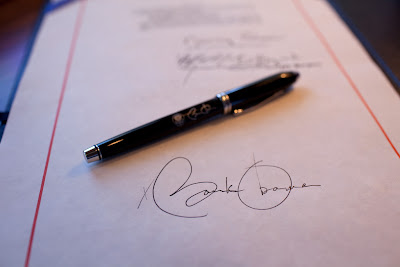 hideouslywrinkled how to sign your a photo essay  how to sign your a photo essay