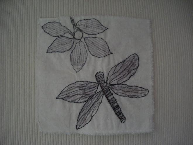 flor con libelula