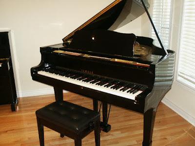 Imelda and friends shop yamaha portable grand piano for Yamaha 88 key digital piano costco