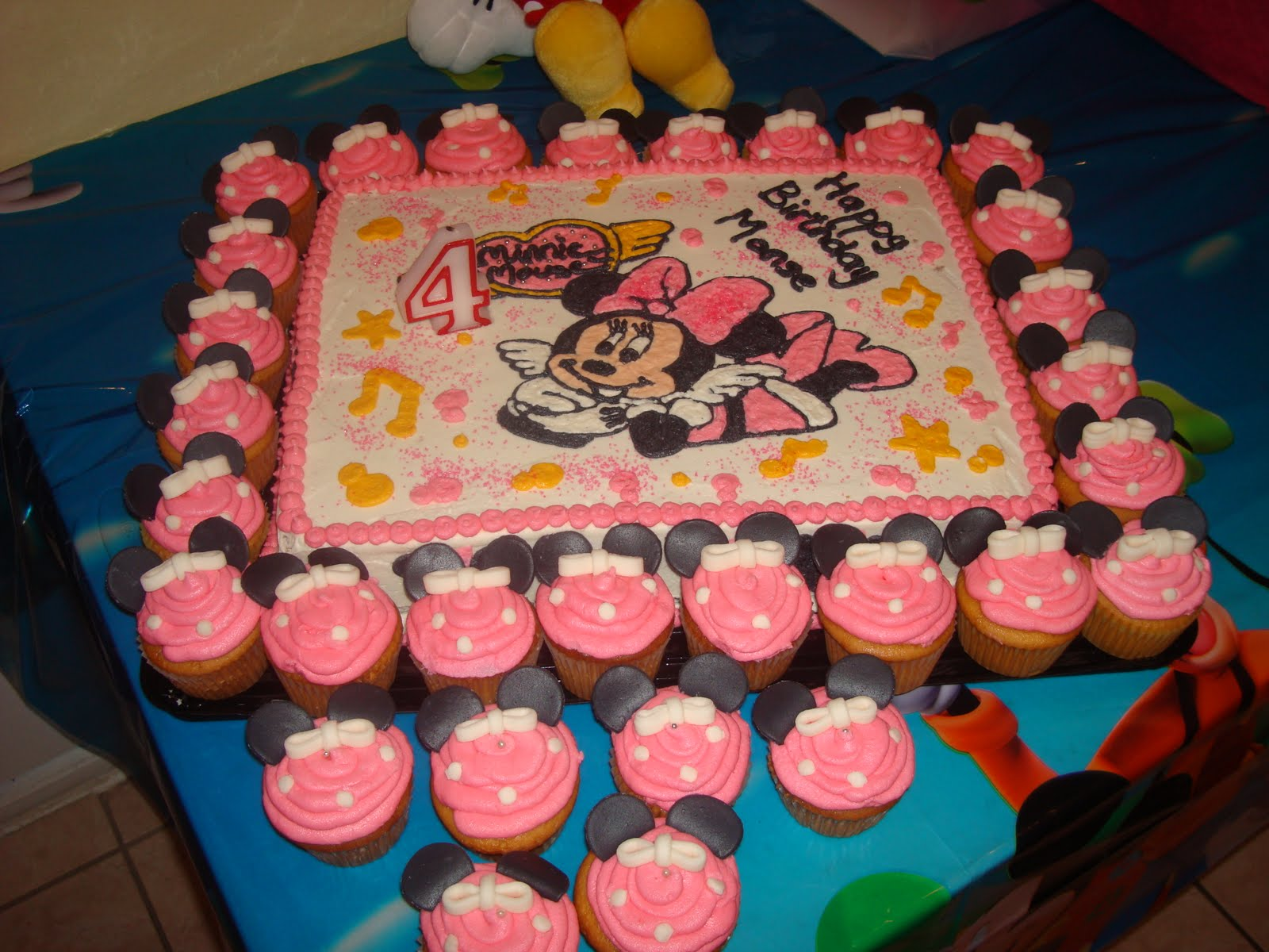 Delicious Cakes Minnie Mouse Cupcakes