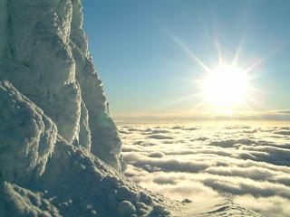 http://1.bp.blogspot.com/_BBlCDonvzn0/S69NNL1Hq_I/AAAAAAAAACc/khkk9aVaBZk/s1600/mountain_over_clouds_1024x768.jpg