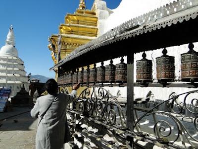 Banderas y Cilindros de Oración en Swayambhunath