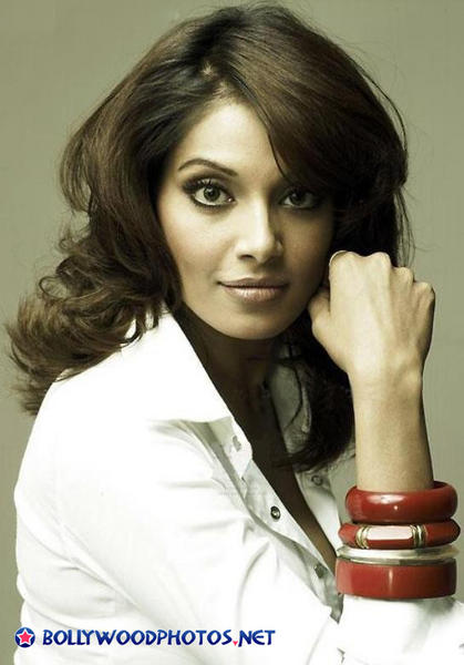 Desi actress Bipasha Bashu Hot Potoshot HD images download