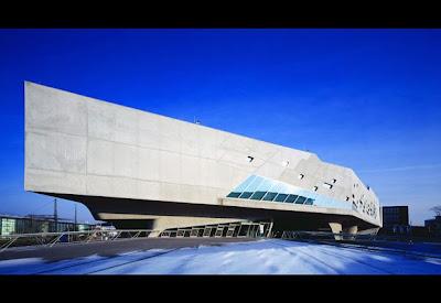 Garbage store zaha hadid arquitecta de lo deforme for Mueblerias famosas