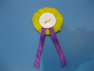 How to make an award ribbon rosette ~ Parenting Times
