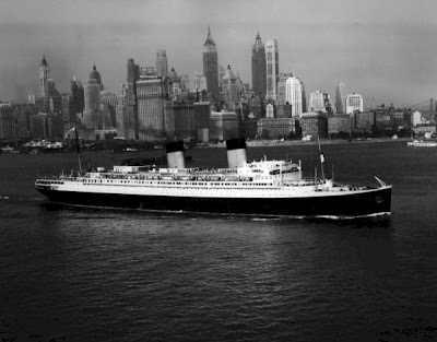 image: photo of the Ill de France, leaving NYC harbor