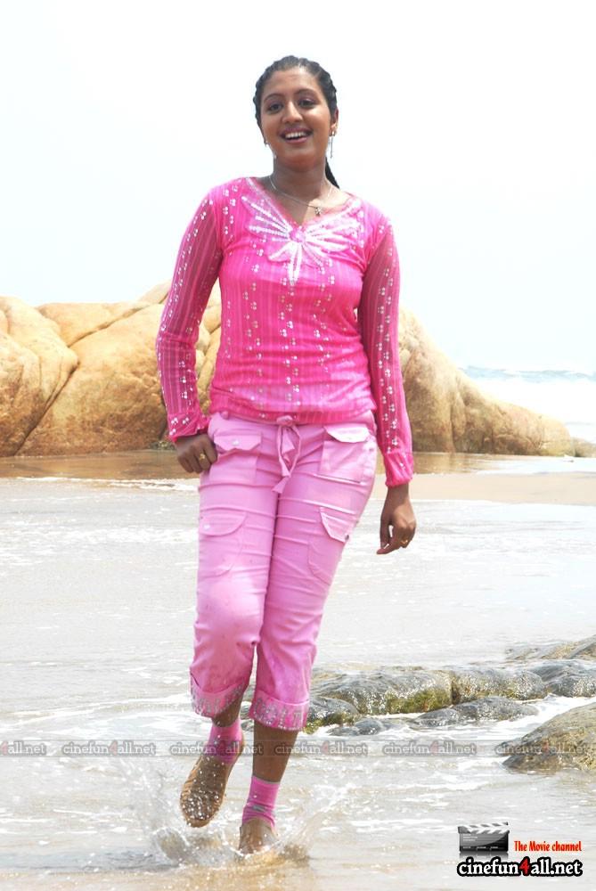 Beautiful & HoT Girls Wallpapers: Mallu Malayalam hot Aunties