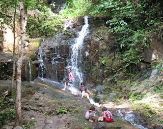 Kids playing at Ton Sai falls