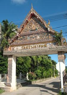 Entrance to Wat Sawang Arom