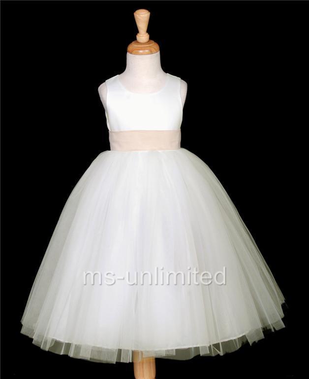 1cdc01124c ... Imaginem -no mais curto sim ) minúsculo branco com saia rodada que a  fazia tão fofa juntamente com a fita no cabelo da mesma cor da faixa do  vestidinho.
