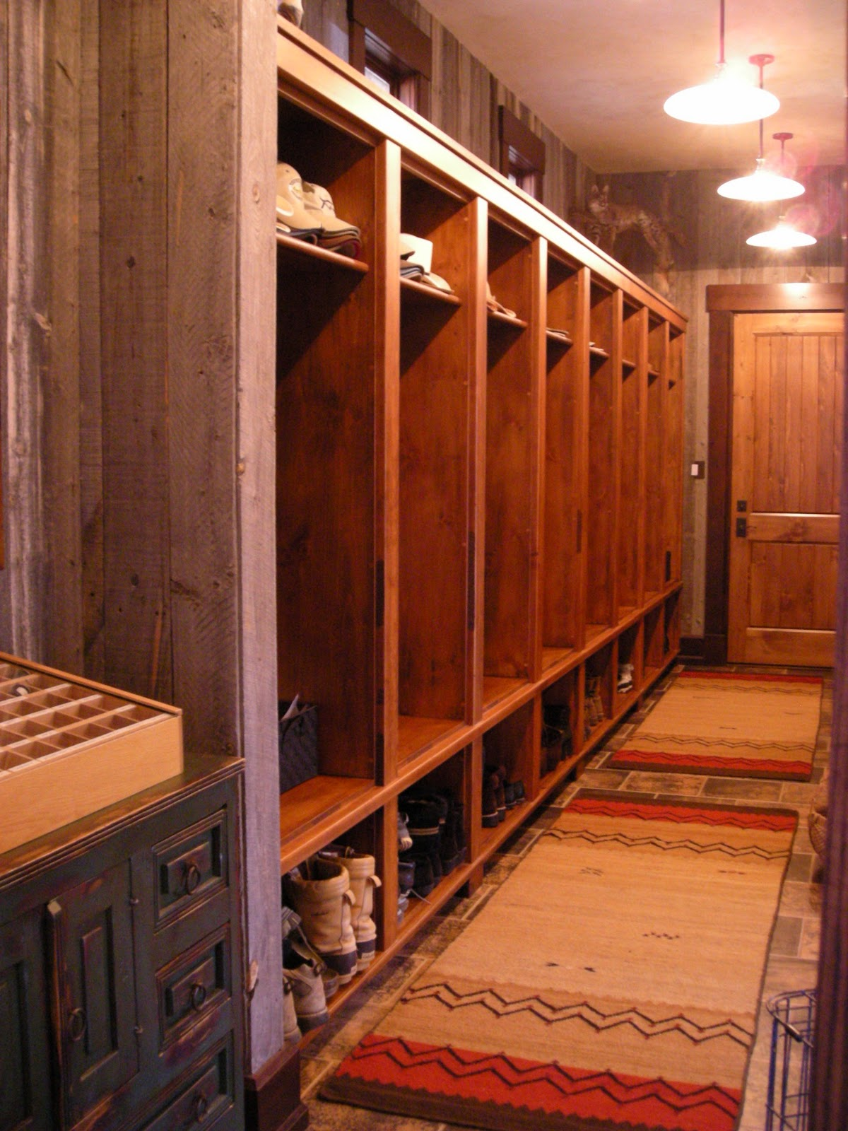 Rustic Laundry Room: Rustic Woodworks: Laundry / Mud Rooms