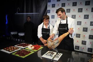 Fernando Alonso en la cocina. 8ALEMANIA180708_G