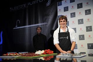 Fernando Alonso en la cocina. 7ALEMANIA180708_G