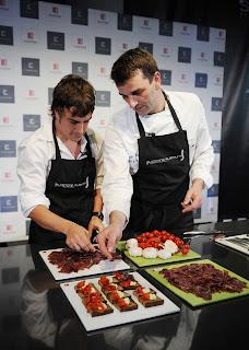 Fernando Alonso en la cocina. 12ALEMANIA180708_G