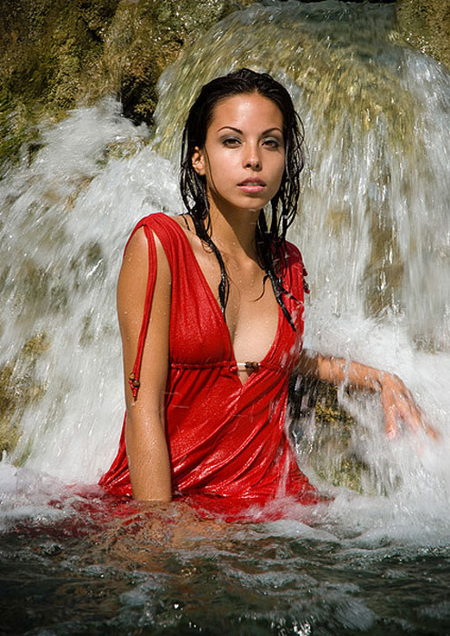 Led G 9 Hot Girls In Waterfalls | Celebrity