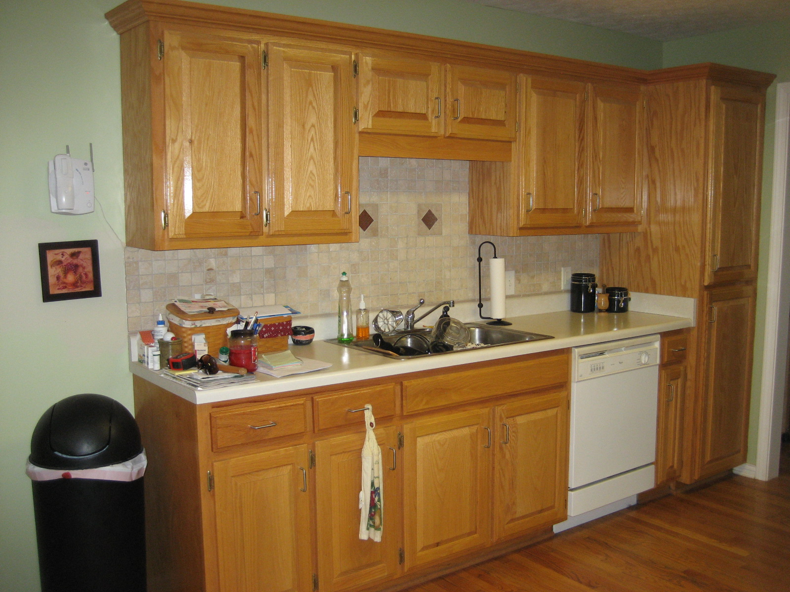 Can you paint laminate kitchen cabinets for Can you paint veneer kitchen cabinets