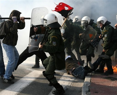 [capt.ath10702221627.greece_student_clashes_ath107]
