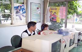 外籍人士(如外籍新娘)若識字不多,無法參加筆試者,以本班自行研發道路交通法規之電腦口試題庫,供其平時加強練習。