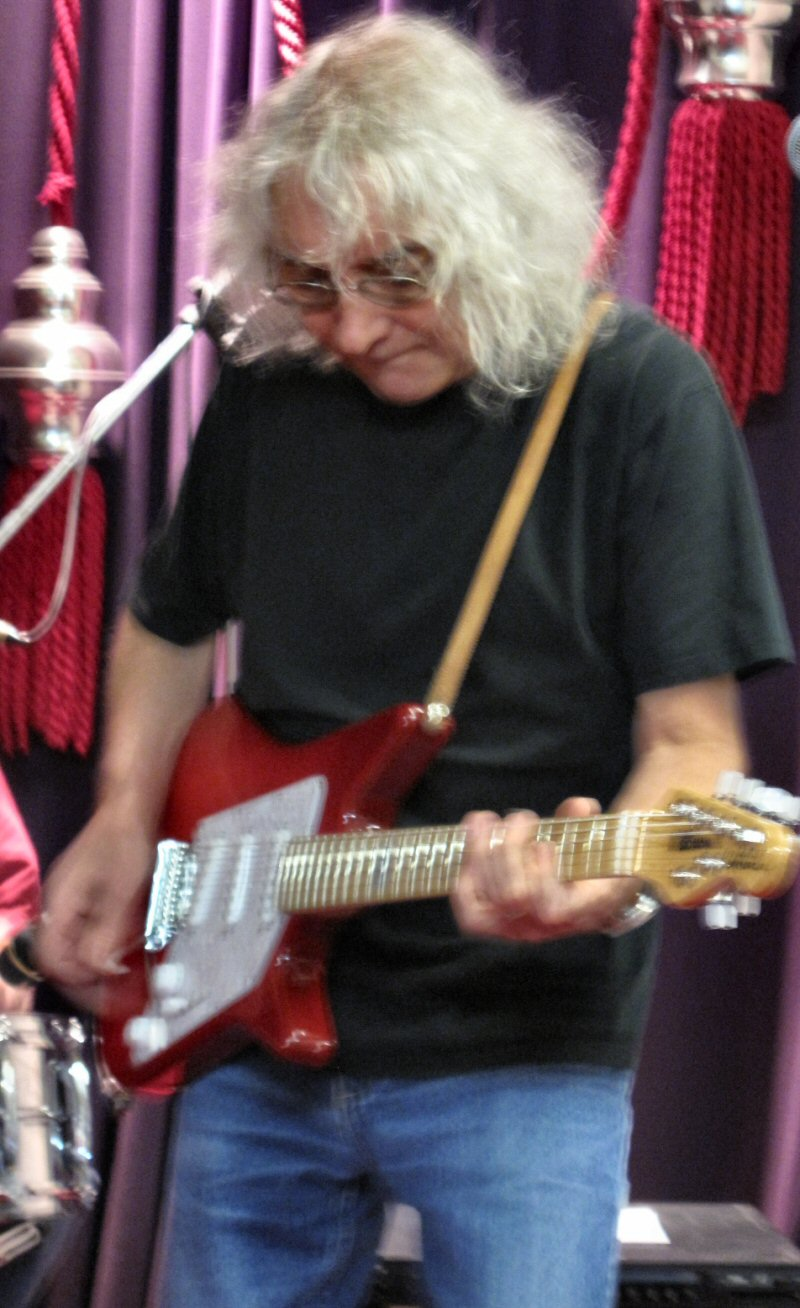 cat politics iconic guitar maestro albert lee at basement discs. Black Bedroom Furniture Sets. Home Design Ideas