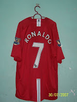 441c046b086 (Top) From Left to Right  2007-2009 Man United Home Jersey with RONALDO 7  and 06-07 Champions Badges (XXL)
