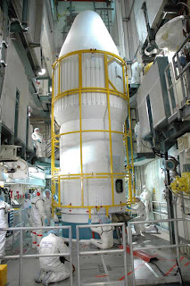 Engineers carry out final checks on the Dawn probe