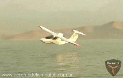 Primer vuelo del ICON A5