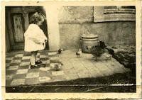 Kerpa gite de charme - le papa de Philippe dans les années 50 devant le gîte